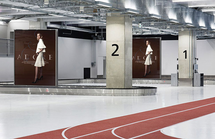 indoor-outdoor-led-advertising-campaing-fashion-airport-agency